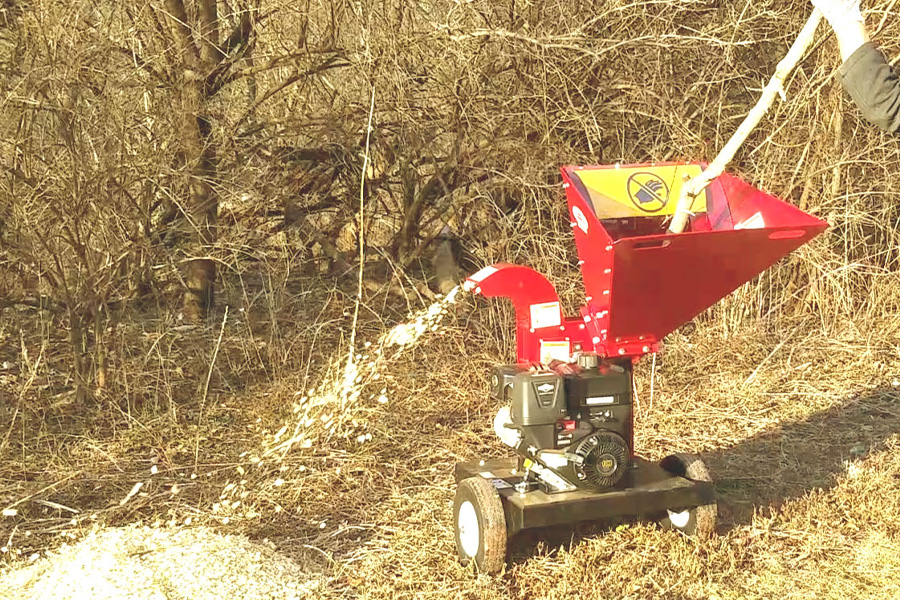 Merry Commerical Wood Chippers - Chipping wood